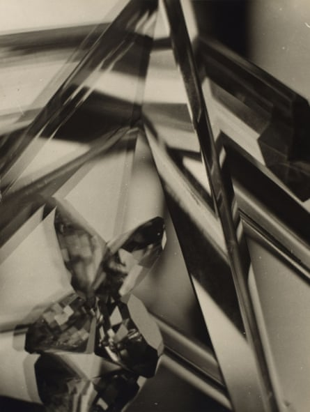Alvin Langdon Coburn's Vortograph (1917): 'a kaleidoscopic image using crudely conspicuous mirrors'