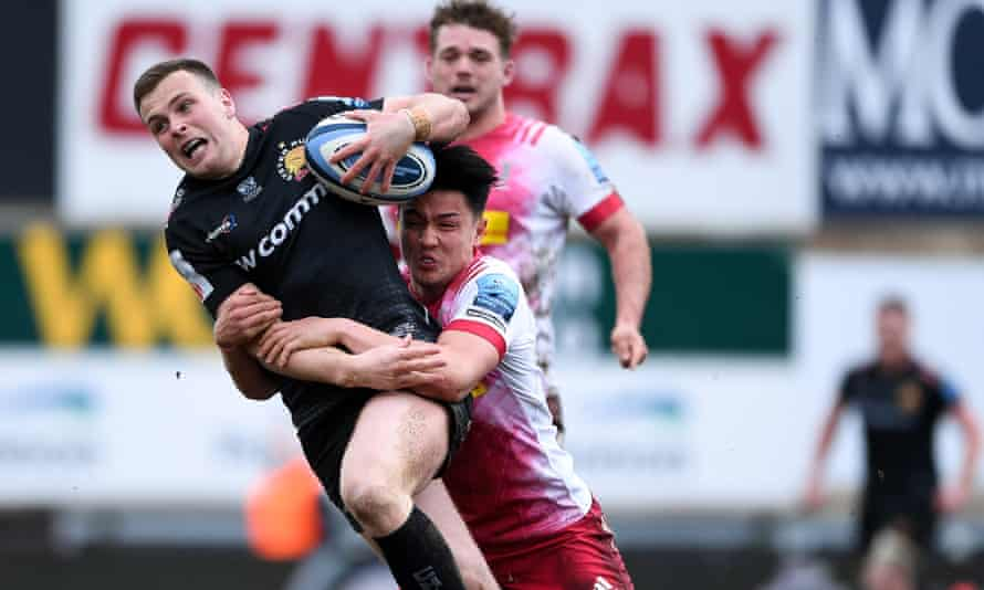 Exeter's Joe Simmonds (left) tries to fend off Harlequins' Marcus Smith.