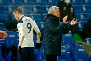 Tottenham Hotspur's Portuguese head coach Jose Mourinho gestures on the touchline as Tottenham Hotspur's Welsh striker Gareth Bale (L) leaves the game.