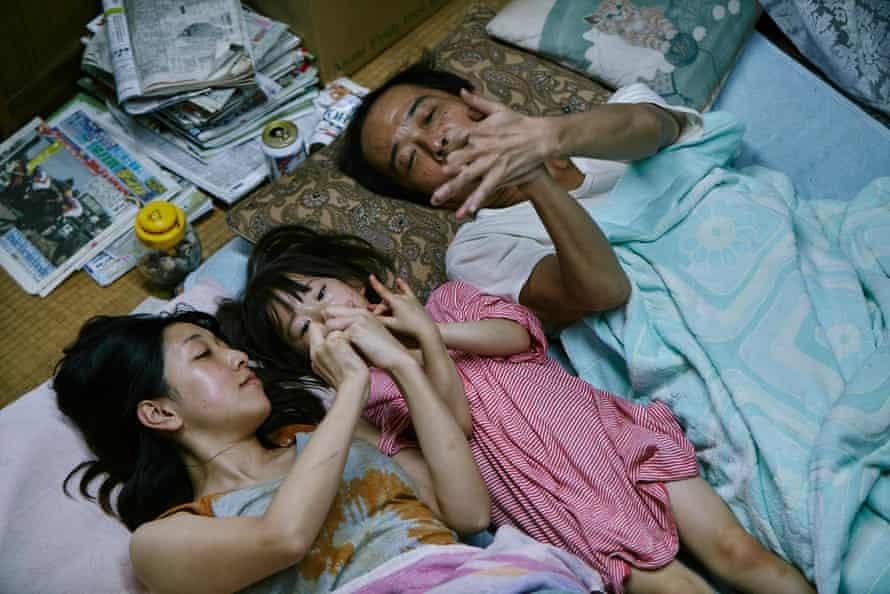 Sakura Andô, Miyu Sasaki and Lily Franky in Shoplifters.