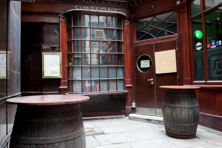 Simpsons Tavern, Londons oldest chophouse, built in 1757, could be a scene from a Dickensian drama.