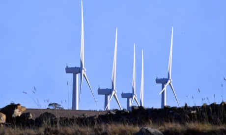 Las turbinas giran en un parque eólico en Bungendore, Australia.