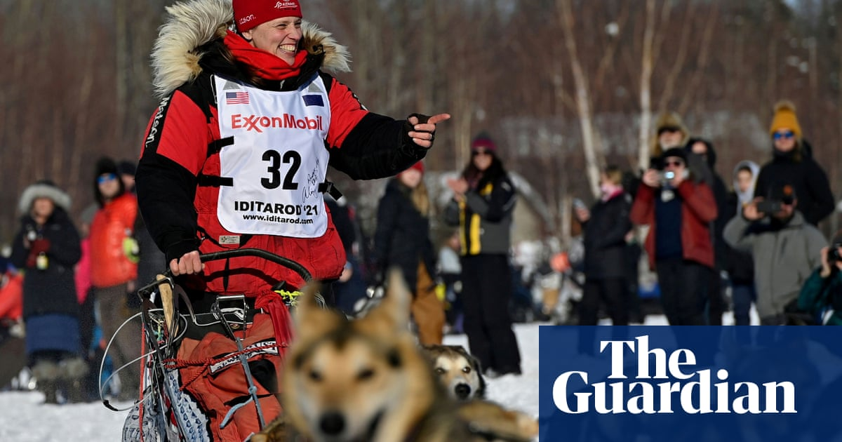 Top woman in Iditarod forced out after concussion and other injuries