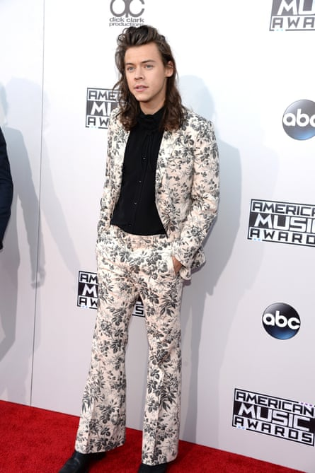 Harry Styles at the 2015 American Music Awards wearing either Gucci or Ikea.