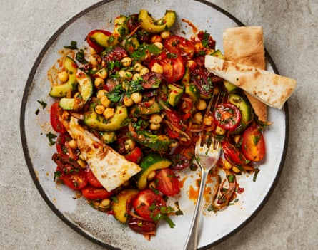 No-cook salad with tomatoes, chickpeas and rose harissa