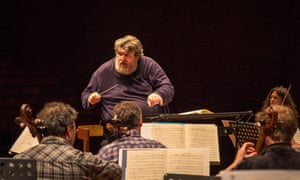 Oliver Knussen conducting the Chamber Orchestra of Europe in 2014.