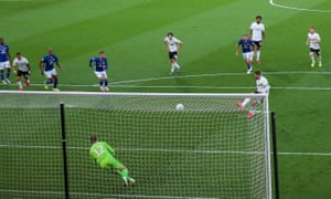 Aleksandar Mitrovic scores from the penalty spot to put Fulham ahead
