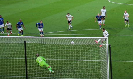 Mitrovic penalty helps sink Cardiff and secure Fulham play-off spot