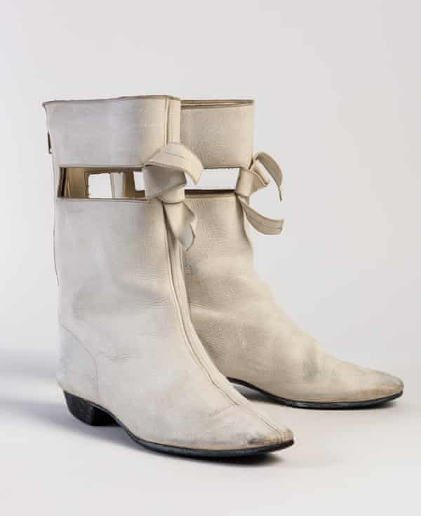 1966 Courrèges-style boots by Clarks