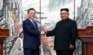 Moon Jae-in shakes hands with Kim Jong-in during a joint press conference in Pyongyang