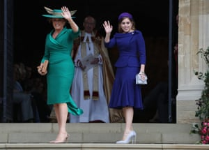 Princess Beatrice and the mother of the bride, Sarah Ferguson, arrive