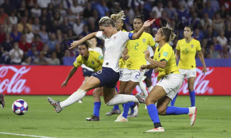 France captainAmandine Henry scored in extra time to set up a quarter-final with either USA or Spain.
