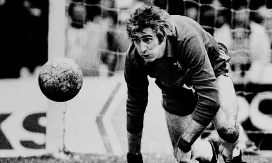 Peter Bonetti playing for Chelsea.
