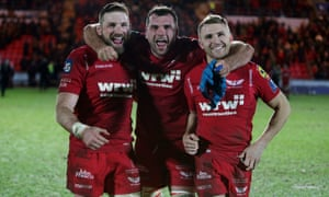 John Barclay, Tadhg Beirne and Tom Prydie of Scarlets celebrate at full time.