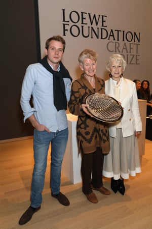 Strike a pose: Loewe creative director, Jonathan Anderson with the 2018 Loewe Craft Prize winner Jennifer Lee and Helen Mirren, who presented Lee with the award.