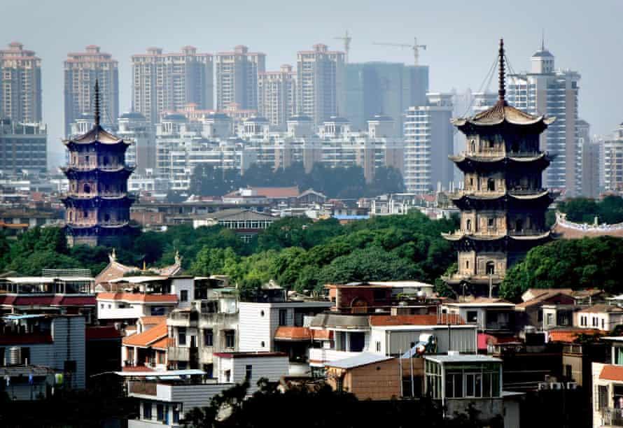 The Zhenguo and Renshou pagodas in the city of Quanzhou.