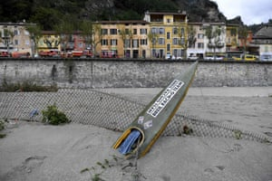 A canoe is partially submerged in mud in Breil-sur-Roya
