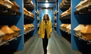 Anke Engelke as a bereaved widow in the Netflix series Last Word
