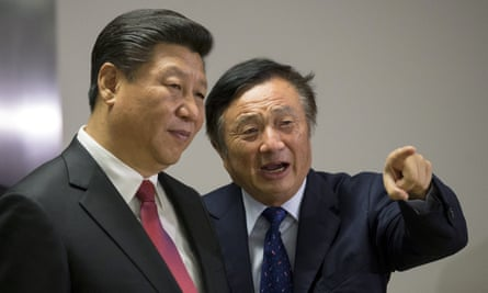 China's president, Xi Jinping, is shown around Huawei's London offices.