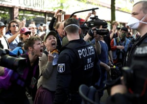 Conspiracy theorists shouting at police