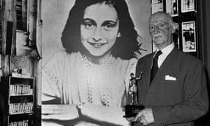 Otto Frank in 1971 holding the Golden Pan award, given for the sale of one million copies of The Diary of Anne Frank in London, Great Britain.