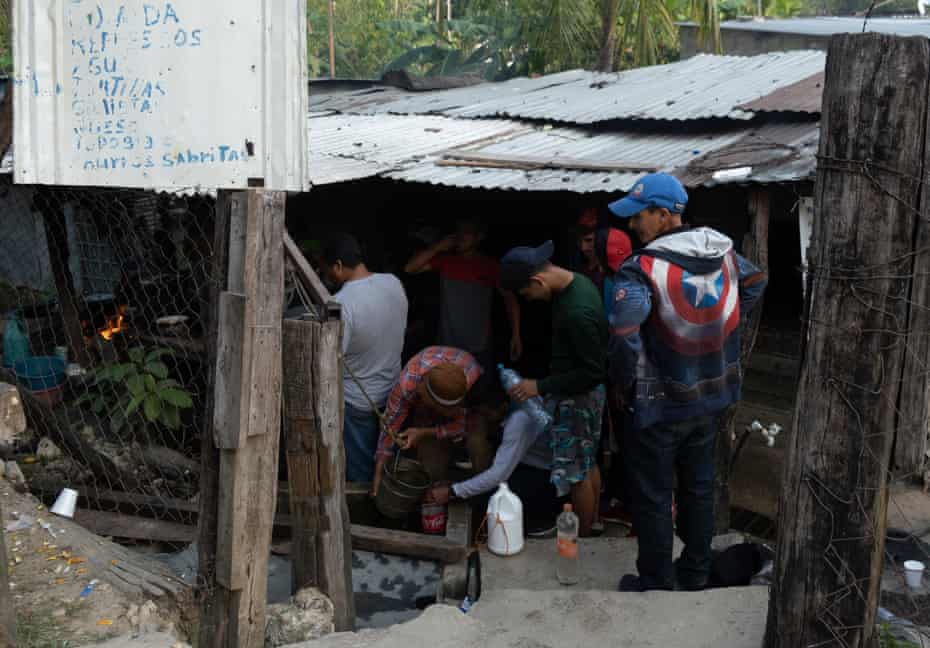 Migrants stock up on supplies in Frontera Corozal