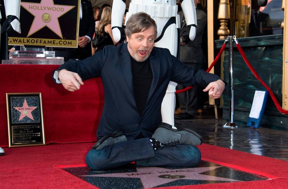 بازیگر جنگ ستارگان مارک همیل با یک ستاره در پیاده روی مشاهیر هالیوود