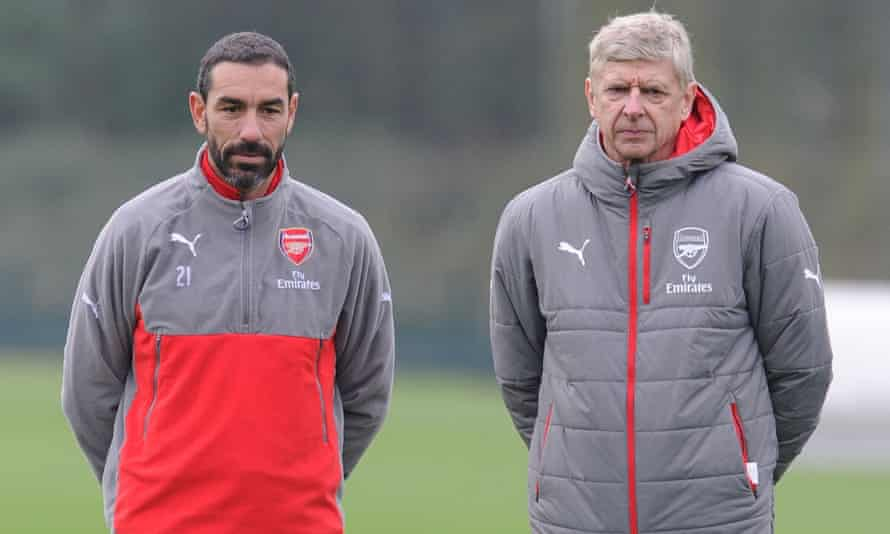 Arsène Wenger, right, with Robert Pirès