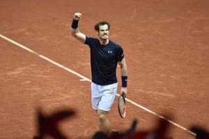 Murray celebrates winning the second set.
