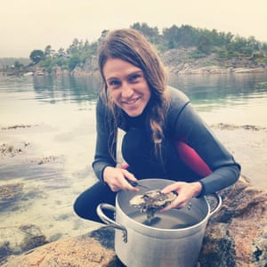 Foraging for mussels and oysters
