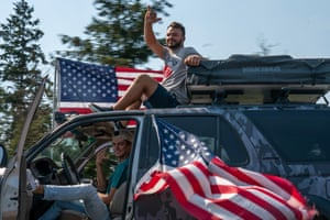 Clackamas, US Supporters of President Trump drive south during a rally in Oregon. A pro-Trump caravan drove into the Oregon state capital where far-right protesters clashed with counter protesters