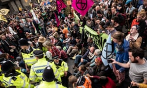 Police officers start arresting Extinction Rebellion activists