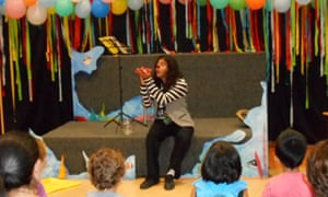 Porotto performing the goldfish story for kids in Mexico.