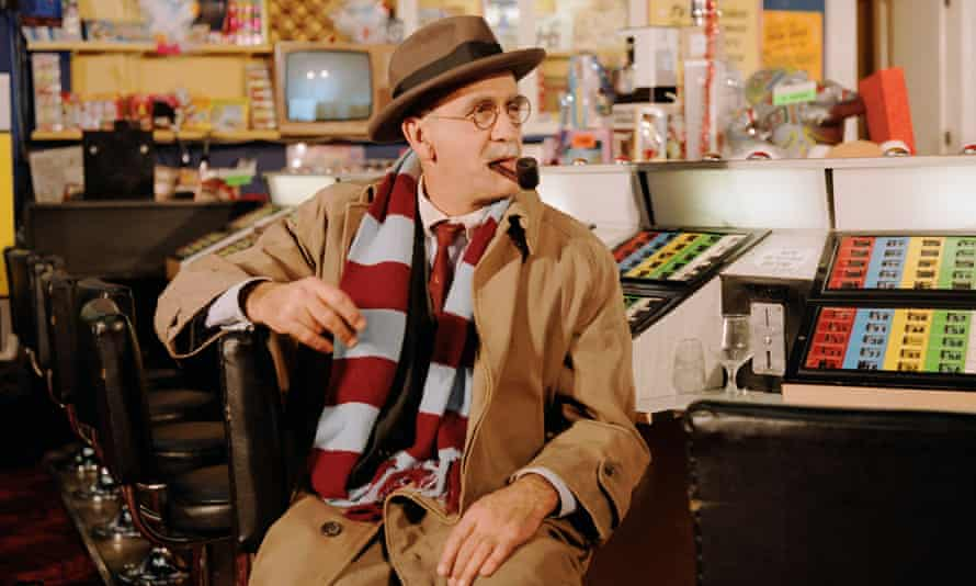 One Christmas time in the 1990s, an unmistakable voice could be heard booming around the BBC staff canteen. It was Warren Mitchell in his Alf Garnett incarnation.