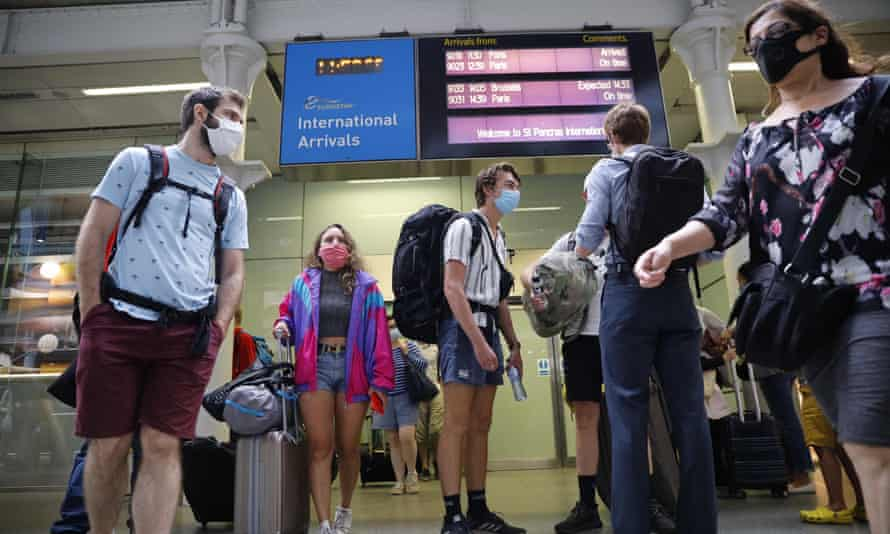 Eurostar passengers arriving at London St Pancras