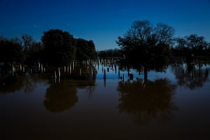 Marysville, US A cemetery is flooded by water from the Feather river. Thousands of peple have been evacuated from homes near the Oroville dam as rising water levels caused the first use of the emergency spillway