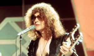 Ian Hunter playing in the heyday of Mott the Hoople.