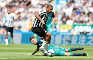 Rondón in action during last week's defeat to Tottenham.