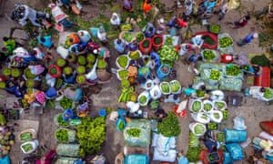 The Bangladesh government announced a strict lockdown amid the coronavirus pandemic which will continue through next week. As a result, one of the biggest wholesale vegetable markets in Southern Bangladesh, situated at Barishal Town, lost sales as people were prohibited from gathering in large numbers.