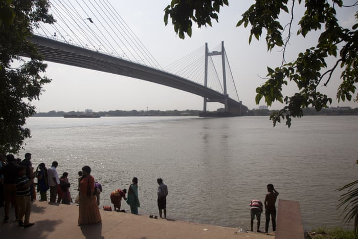 essay on river in hindi language