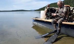 Putin prepares for some underwater spearfishing