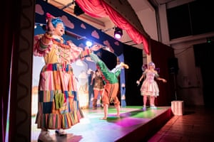 By Christmas, the travelling panto, accompanied by a crew of 4, will have performed in 18 different neighbourhoods to audiences ranging from 40-120