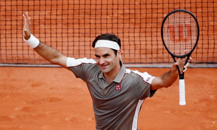 Roger Federer returned to Paris in style, beating Lorenzo Sonego in his first Roland Garros appearance since 2015.