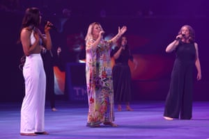 """Debbie Byrne, Angie Hart and Chenile Chandler perform the Helen Reddy hit """"I Am Woman""""."""