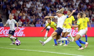Amandine Henry tries to put France ahead in extra time.