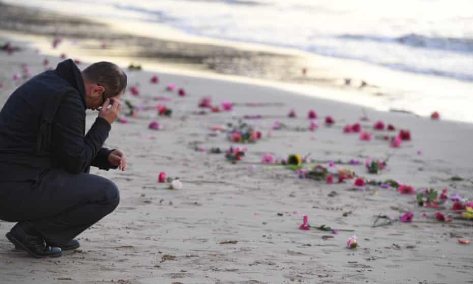 man mourning justine damond