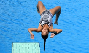 Elizabeth Cui on her way to making the wrong kind of impact in the Commonwealth Games diving pool.