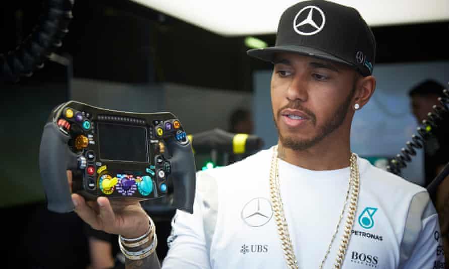 Lewis Hamilton shows off his 2016 Mercedes F1 car in Melbourne 18/03/2016