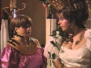 Sharon Karen Strzelecki (Magda Szubanski) and Kim Craig (Gina Riley) in Kath & amp; Kim