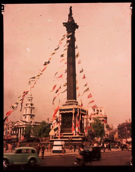 Trafalgar Square, London, 1945.s)